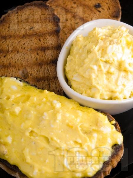 Яйчен домашен пастет / разядка с извара и шунка за бира - снимка на рецептата